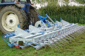 V podmínkách bez možnosti použít herbicidy je nutné provést před přísevem mechanické ošetření lučními smyky, nebo nejlépe prutovými branami.