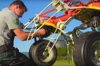 Přestavení náklonu rotoru přesazením na dírách při zvednutém obraceči