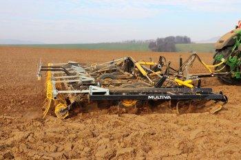 V Agro Žádovice s Optimou zpracovávali i pozemek po kukuřici. Zdroj foto - Milan Jedlička