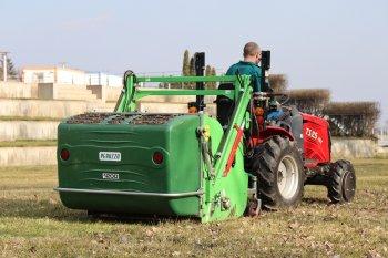 O sečení a sběr trávy v areálu na Kraví hoře se stará mulčovač Peruzzo se sběrným košem Koala 1200 připojený přes tříbodový závěs k traktoru o výkonu 25 koní. Zdroj foto - Milan Jedlička