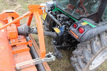 Pohled na připojení mulčovače k traktoru. Zdroj foto - Milan Jedlička