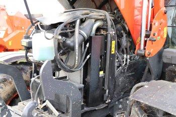 Inženýři traktor osadili motorem Kubota o objemu 6,1 litrů vyhovující emisní normě Stage V, proto nechybí filtr pevných částic a systém SCR s využitím močoviny. Zdroj foto - Milan Jedlička