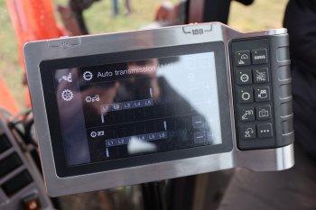 Dotykový terminál je ISOBUS kompatibilní, lze jej tedy využít i pro promítání obrazu z kamer a satelitní navádění. Zdroj foto - Milan Jedlička