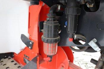 Postřikovač je vybaven čtyřnásobnou filtrací zabraňující nečistotám se dostat do ramen. Filtry v ramenou jsou podle majitele velice kvalitní. Zdroj foto - Milan Jedlička