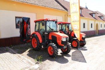 V Sudicích jsme mohli vidět model L2-522 s polskou kabinou Naglak, kterou nelze sundat. Velikostně je traktor srovnatelný s modelem L1.  Zdroj foto - Milan Jedlička
